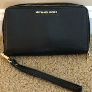 MICHAEL Michael Kors 'Adele' Leather Wristlet